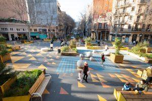 Площад между блоковете в Барселона